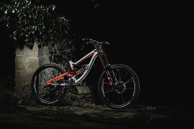 The New Myst Team DownHill Bike from Saracen