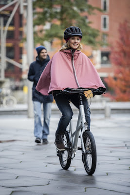 The New Tirano Reversible Cycling Cape from Vaude