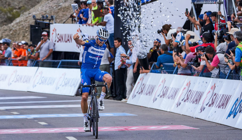 Alaphilippe gallops to Victory in Peri Lago Punta Negra
