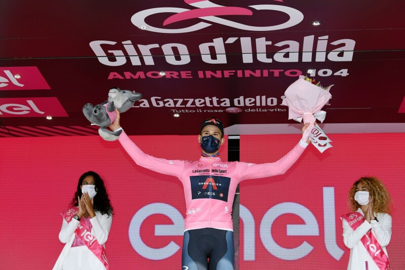 Ganna Roars Into Giro Lead on Stage One